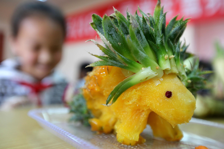小动物等,并在制作过程中相互了解各种蔬菜,水果的营养价值,迎接5月2